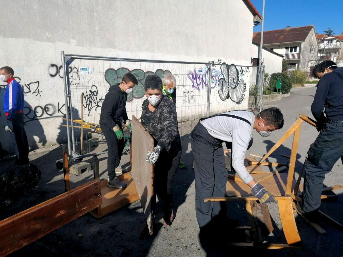 Čišćenje zgarišta i menze OŠ Braća Radić u Kaštelima